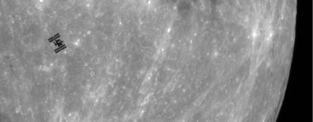 Kerbal Space Program: Международная космическая станция на фоне Луны