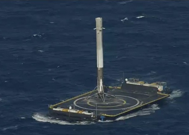 Космос: SpaceX's Falcon 9R совершил успешную посадку на баржу.
