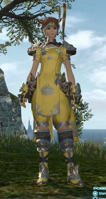 Final Fantasy XIV: здесь Мила в классовом костюме пугилиста. Желтый ей к лицу.